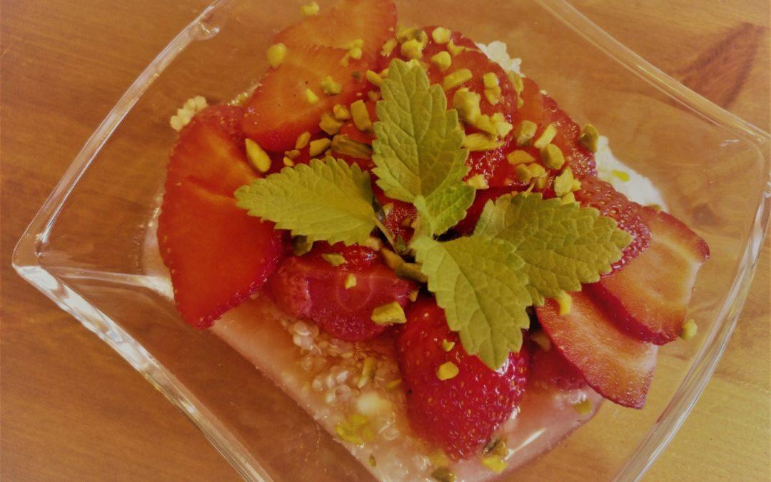 Erdbeer-Quinoa-Salat mit Minze